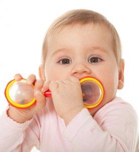 mi bebé se lleva todo a la boca